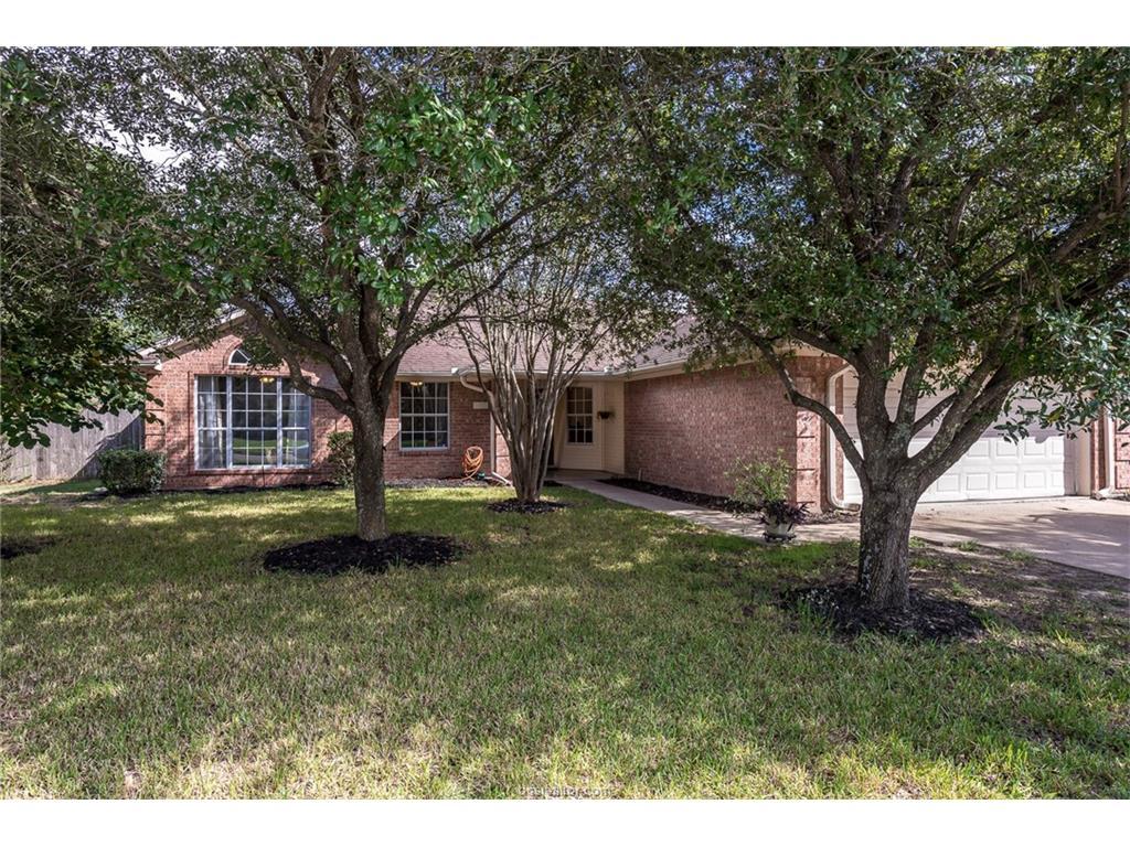 3409 Oak Hollow Dr, Bryan, TX 77802