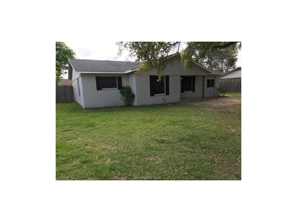 Photo of 1804 Pine Street  Hearne  TX