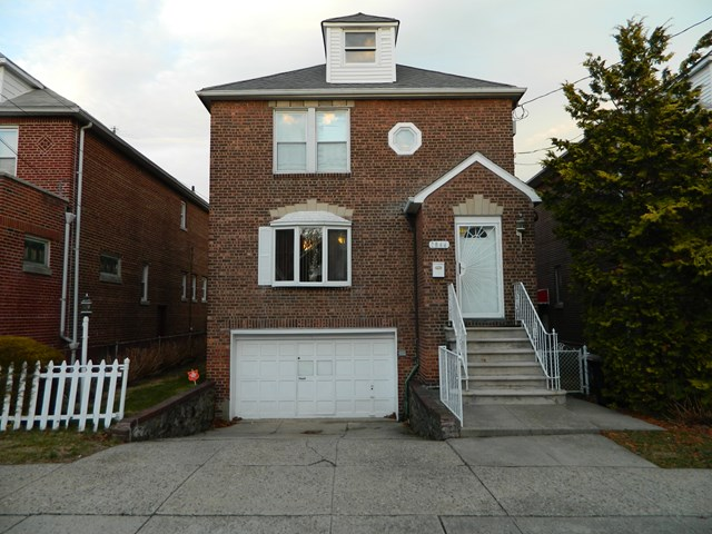 1844 Yates Ave, Bronx, NY 10461