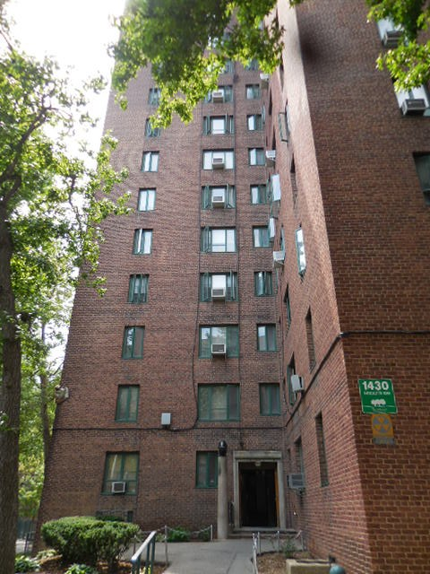 Photo of 1430 Parkchester Rd  Bronx  NY
