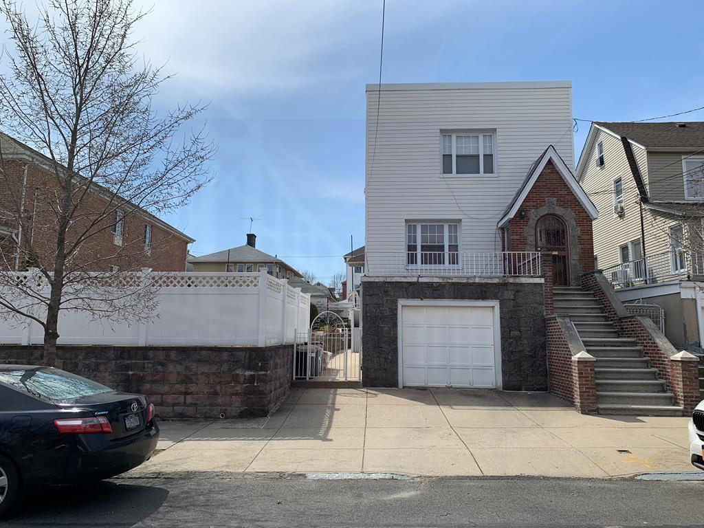 1649 Hering Ave Bronx, NY 10461
