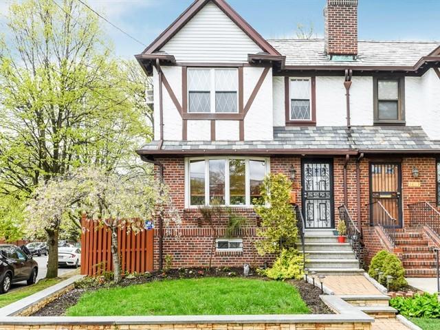 1821 Narragansett Avenue Bronx, NY 10461