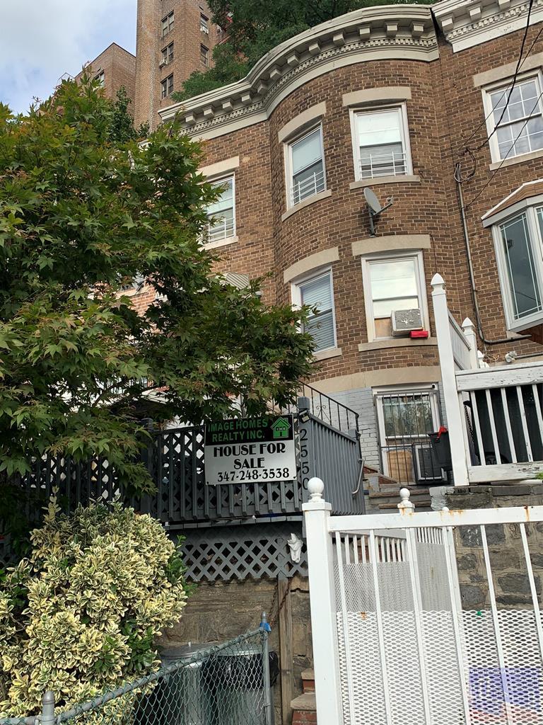 2550 Bailey Ave, Bronx, New York