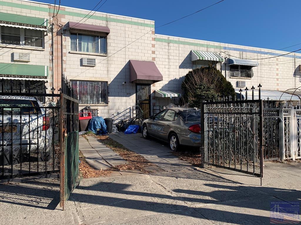 875 Freeman St, Bronx, New York