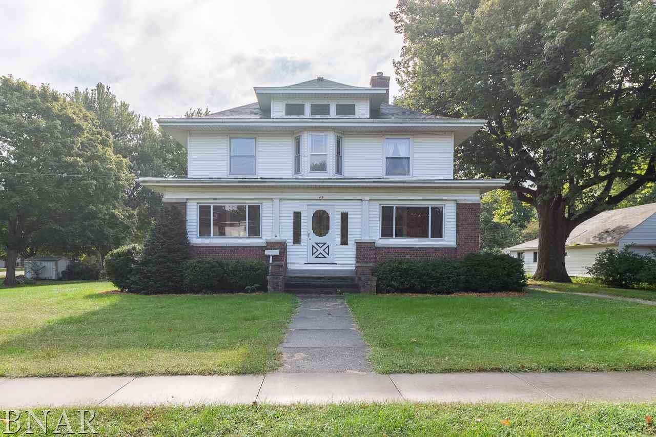 415 2nd St, Hopedale, IL 61747