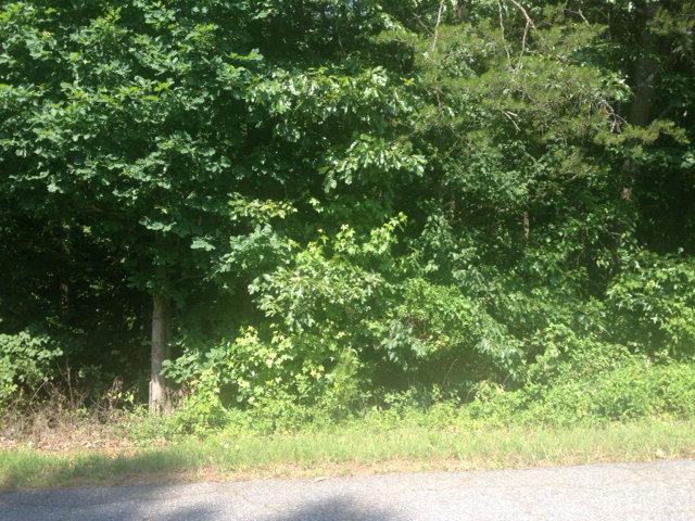 5332 Chestnut Dr, Hickory, NC 28602