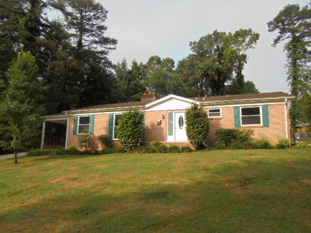1315 4th St Nw, Hickory, NC 28601