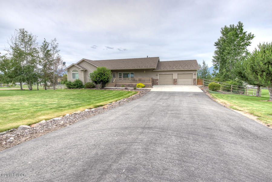 671 Lone Willow Dr, Corvallis, MT 59828