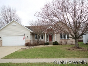 808 Chestnut Ct, Chatham, IL 62629