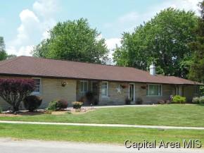 200 W 2nd St, Morrisonville, IL 62546