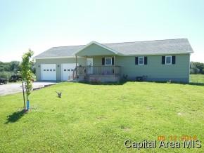 422 E 750n Rd, Morrisonville, IL 62546