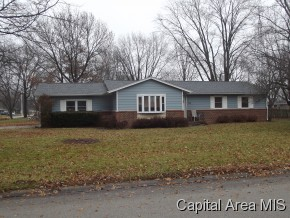 310 Holly Dr, Chatham, IL 62629