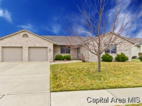 1206 Woodhaven Ct, Chatham, IL 62629