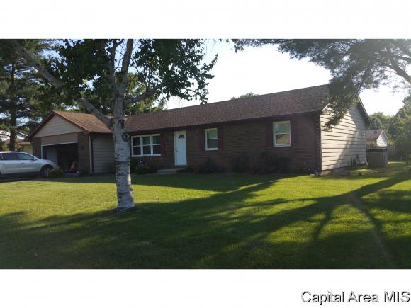 27 Tanglewood Dr, Chatham, IL 62629