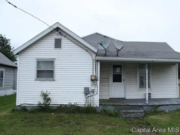 511 E North St, Morrisonville, IL 62546