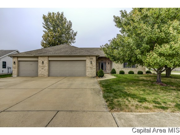 1059 Oakbrook Ave, Chatham, IL 62629