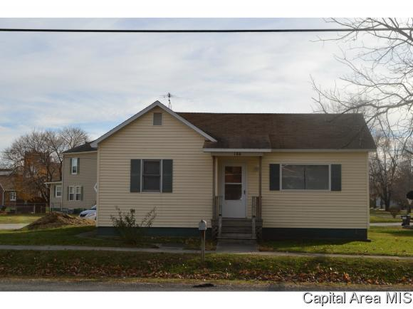106 E North St, Morrisonville, IL 62546