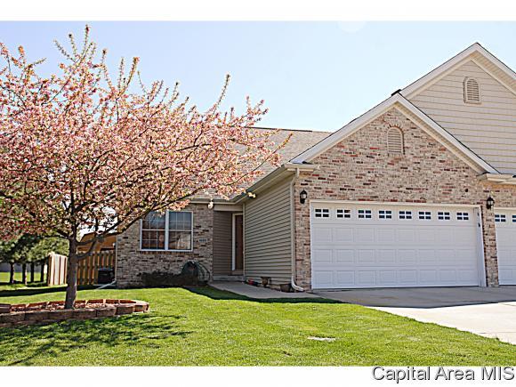 1620 Magnolia Dr, Chatham, IL 62629