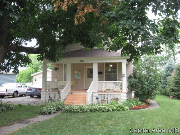 200 W Mound St, Girard, IL 62640