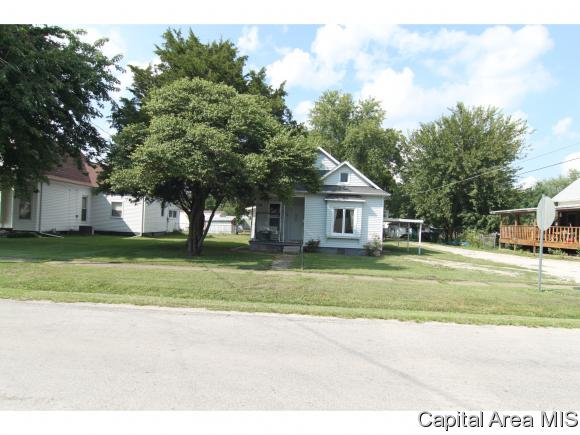 214 E Center St, Girard, IL 62640