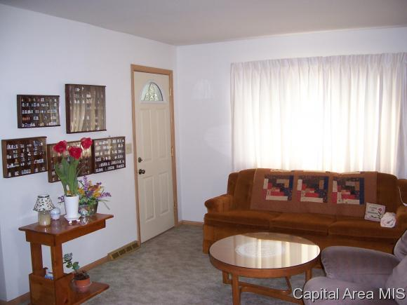 Bungalow,1 Story, Residential,Single Family Residence - Auburn, IL (photo 4)