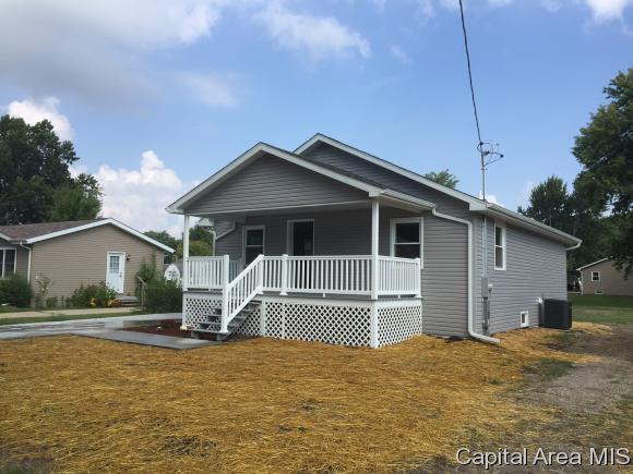 813 E Cleveland Taylorville, IL 62568