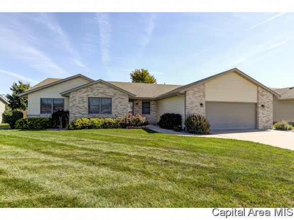 1202 Woodhaven Ct, Chatham, IL 62629