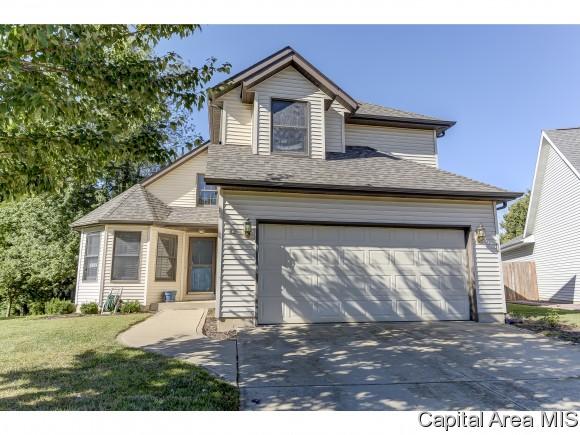 12 Carl St, Riverton, IL 62561