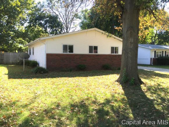 1205 Commanche Rd, Auburn, IL 62615