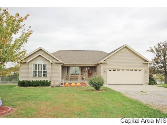 15034 Country Lake Estates Rd, Girard, IL 62640