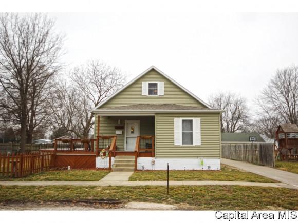 221 N 6th St, Girard, IL 62640