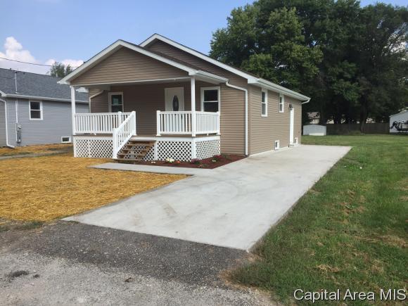 817 E Cleveland Taylorville, IL 62568