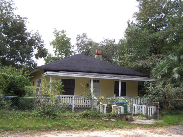 4405 Putnam St, Marianna, FL 32446