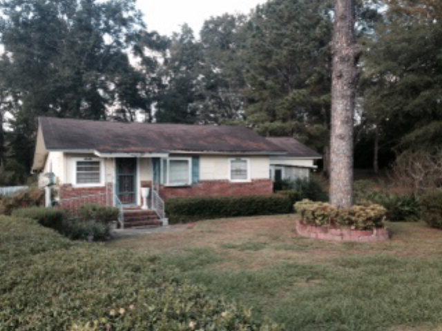1142 Jackson Ave, Chipley, FL 32428