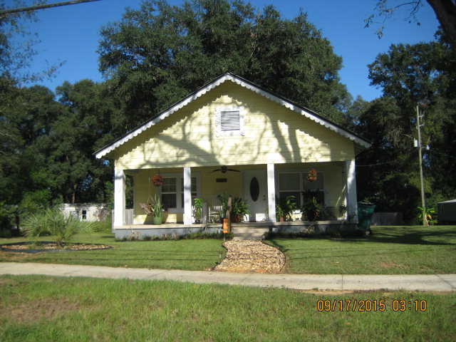 1986 Porter Ave, Grand Ridge, FL 32442