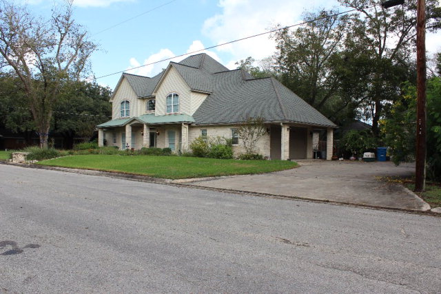 702 Hanover St, Edna, TX 77957