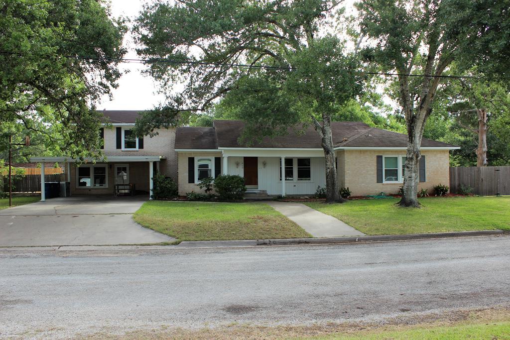 410 Robinson Edna, TX 77957
