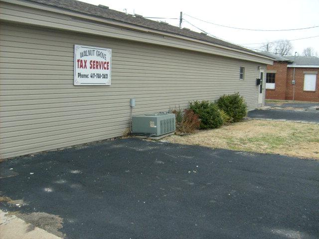 108 S Washington St, Walnut Grove, MO 65770