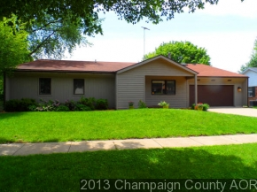 1505 Country Lake Dr, Champaign, IL 61821