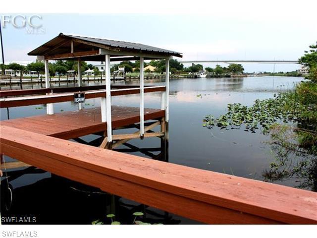 1289 River Rd, Moore Haven, FL 33471