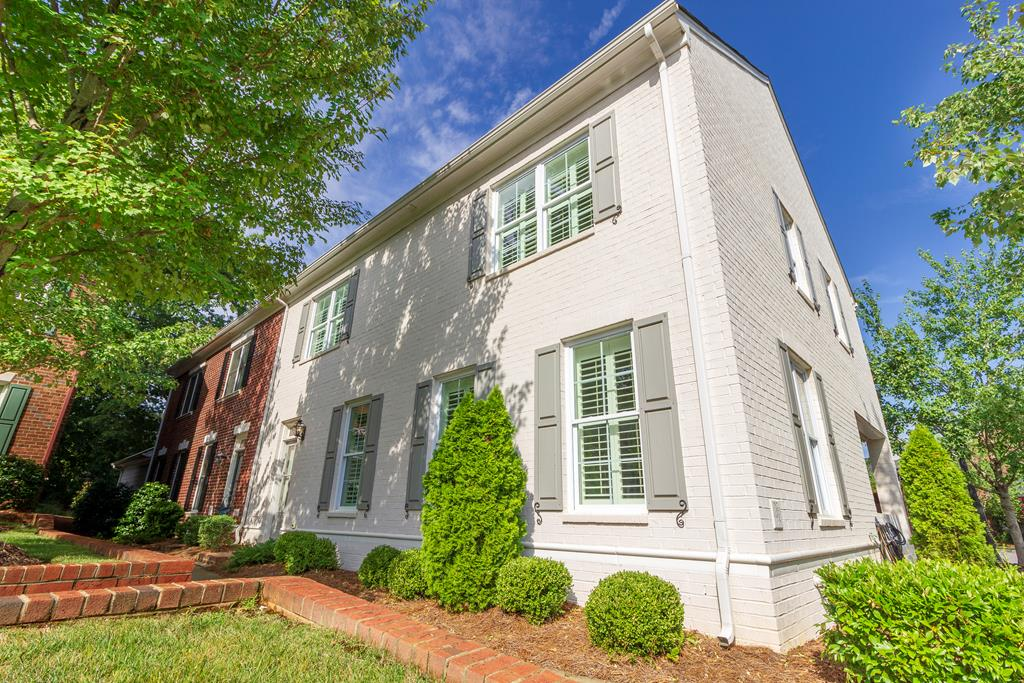 730 Kingsley Way, Belmont New Listings for Sale