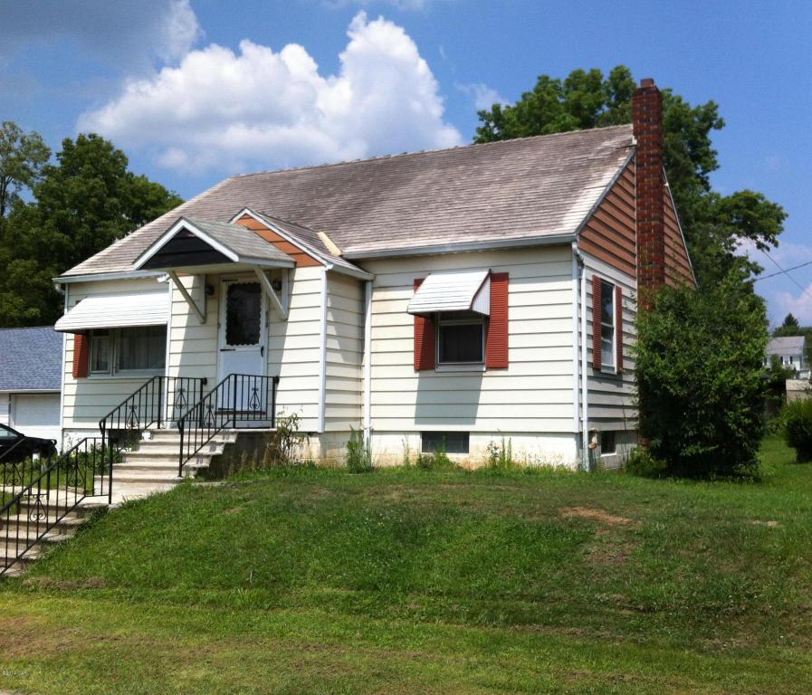 613 Hamilton St, Bowmanstown, PA 18030