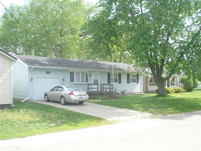 617 6th St, Camanche, IA 52730