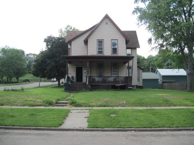 1902 Pershing Blvd, Clinton, IA 52732