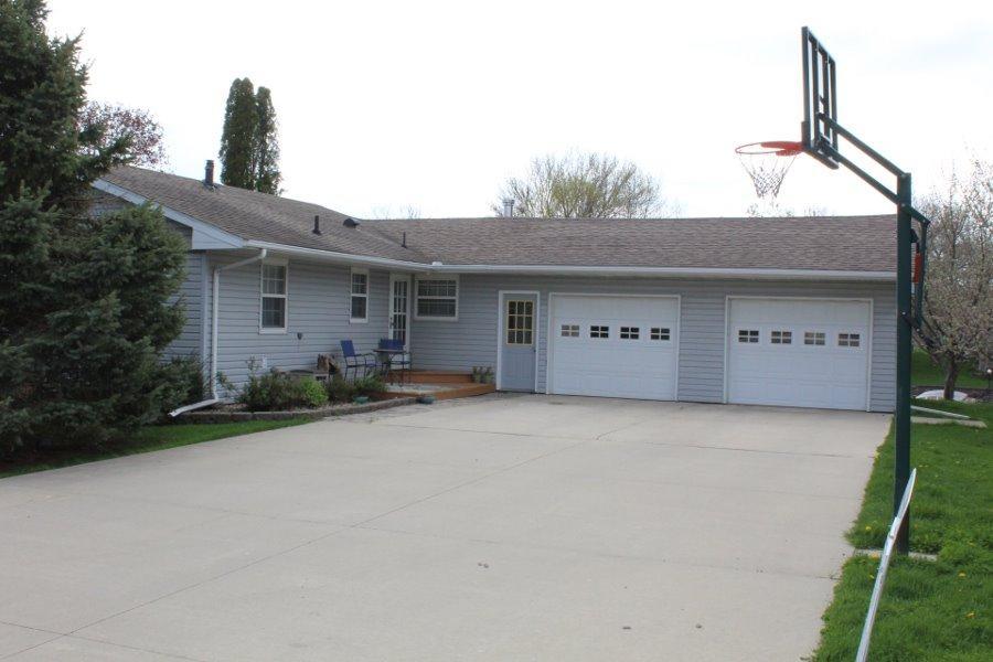 131 Clark Rd, Clear Lake, IA 50428