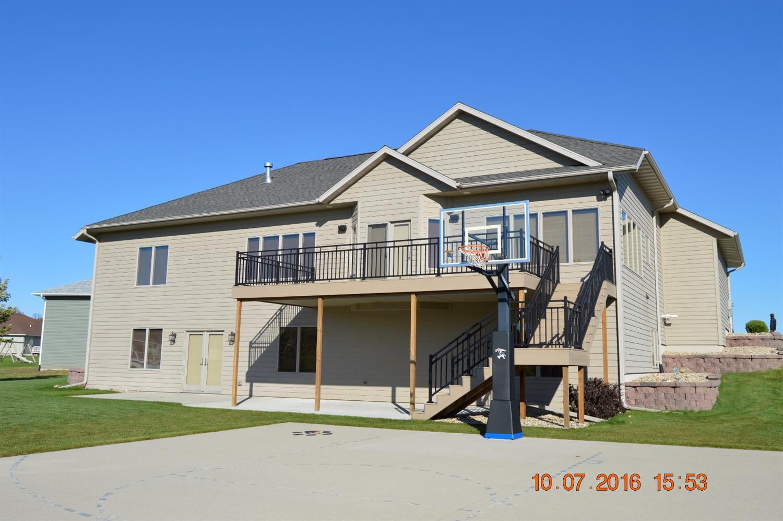 400 Bedford Ct, Clear Lake, IA 50428