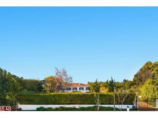 243 Delfern Dr, Los Angeles, CA 90077