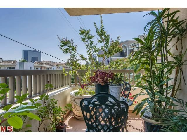 871 Granville Ave # 201, Los Angeles, CA 90049