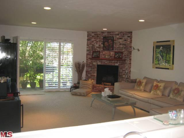 Rental Homes for Rent, ListingId:23821319, location: 2385 ROSCOMARE Road Los Angeles 90077