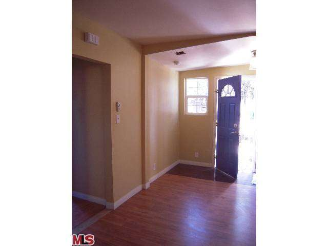 Rental Homes for Rent, ListingId:25616422, location: 4345 VICTORIA PARK Drive Los Angeles 90019